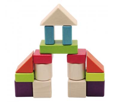 Juego libre con bloques de madera para hacer construcciones