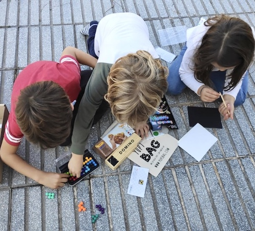 YupiBag con juguetes educativos en pequeño formato para llevar siempre contigo